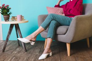 Does crossing your legs give you varicose veins?